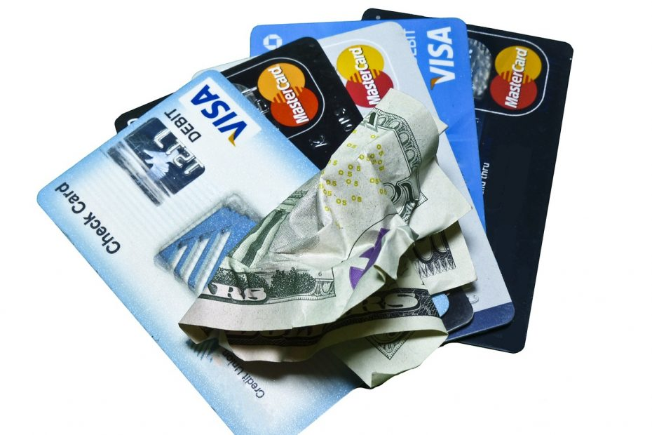 Credit vs. Debit Card: Which is safer to shop online
